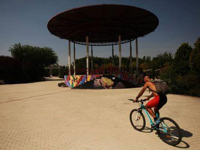 Templete de música en el parque de Pradolongo, en Usera.