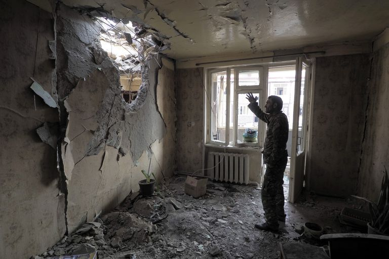 Apartamento en Stepanakert dañado en un bombardeo, el pasado martes.