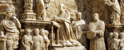 Cenotafio en el interior de la Capilla del Obispo.