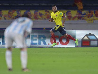 Miguel Ángel Borja, de Colombia, celebra el gol del empate 2-2 sobre la hora contra Argentina, en el estadio Metropolitano de Barranquilla.