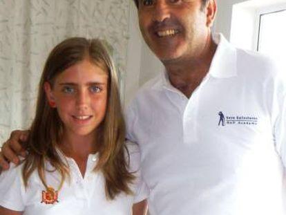 Celia Barquín, en 2011 con Severiano Ballesteros tras la entrevista.