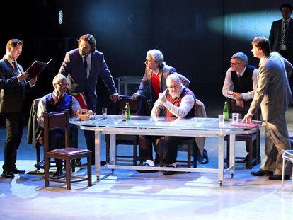 Una escena de la obra 'Democracia', de Michael Frayn, dirigida por Alexei Borodin.