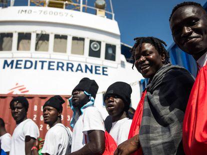EL BARCO AQUARIUS SOS MEDITERRANEE FLETADO POR MEDICOS SIN FRONTERAS QUE HA REALIZADO UN RESCATE DE PATERAS EN LA ZONA SAR FRENTE A LAS COSTAS DE LIBIA DE 629 PERSONAS. BUSCA PUERTO DESPUES QUE EL MINISTRO DE INTERIOR DE ITALIA CERRASE LOS PUERTOS ITALIANOS. AMBIENTE OSCAR CORRAL 11/06/18