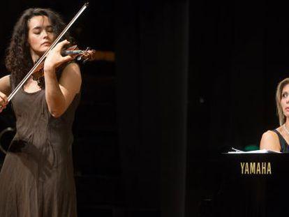 La violinista Alena Baeva y la pianista Elena Kuznetsova