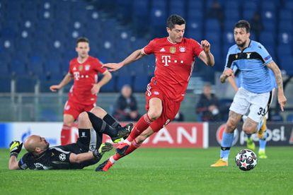 Lewandowski dribla a Reina antes de marcar el 0-1.