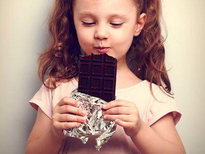 Hay un modo de que su hijo coma cacao y que no se vuelva obeso sino listo
