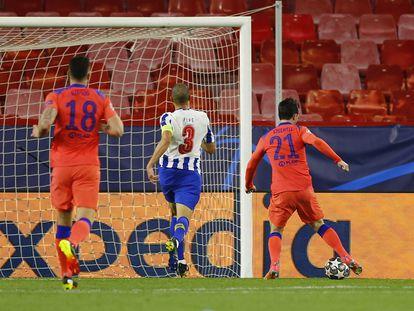 Chilwell marca el segundo gol para el Chelsea ante el Oporto este miércoles en el Sánchez Pizjuán.