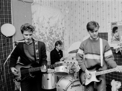 Héroes del Silencio en la época del trío con el guitarrista Juan Valdivia (derecha), en Zaragoza, 1985.