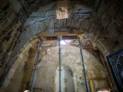 Una imagen de la puerta hallada por los arqueólogos dentro de la muralla del siglo XI en Granada.