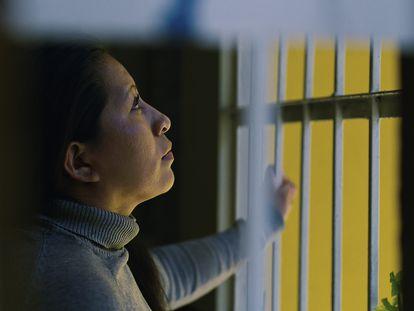 Teodora Vásquez, en una imagen de la película 'Nuestra libertad', sobre las mujeres encarceladas por emergencias obstétricas en El Salvador.
