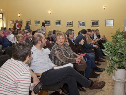 Alcaldes, portavoces y dirigentes socialistas, el sábado, en Torrent, en la jornada sobre el área metropolitana.