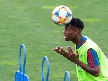 Fati, en un entramiento de la selección Sub-21.