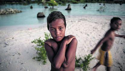 Un niño del archipiélago Kiribati, en el Pacífico, uno de los más amenazados por la subida del nivel del mar.