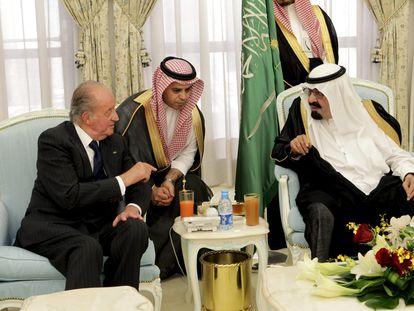 Juan Carlos I en un viaje a Taif (Arabia Saudí) para dar el pésame al rey de Arabia Saudí Abdalá bin Abdelaziz en 2012.