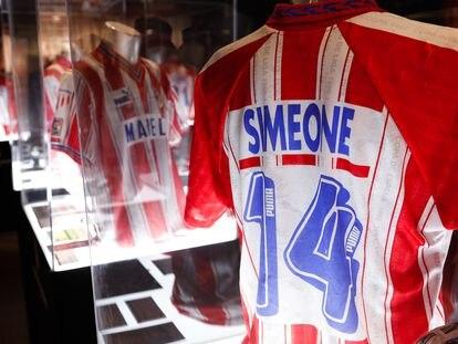 Camiseta que utilizó Diego Pablo Simeone en la temporada 95-96.