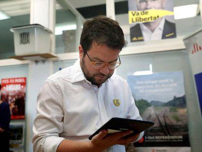 El vicepresidente catalán, Pere Aragonès, vota telemáticamente en las elecciones de la nueva dirección de Esquerra Republicana.