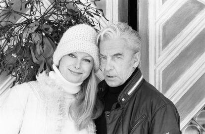 Herbert von Karajan e sua moglie Eliot durante una vacanza a St. Moritz (Svizzera) nel 1979.