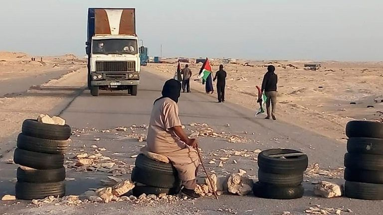 Militantes saharauis bloquean el paso fronterizo de Guerguerat.