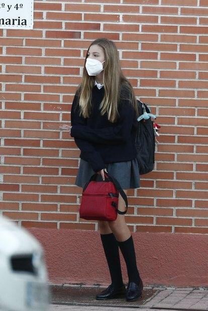 Infanta Sofía en la entrada del colegio Santa María de los Rosales en su primer día de clases para el curso escolar 2021/2022, 10 de septiembre de 2021.