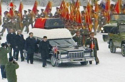 Imagen de la televisión KRT en la que se aprecia el ataúd de Kim Jong-il.