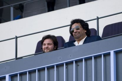 Al-Thani, a la derecha, junto al vicepresidente Ghubn en La Rosaleda.