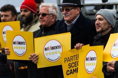 Partidarios del Movimiento 5 Estrellas en Roma, Italia, el 2 de marzo de 2018.