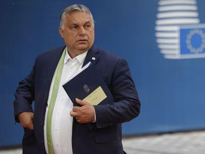 El primer ministro húngaro Viktor Orbán abandona el edificio del Consejo Europeo, el pasado mes de junio.