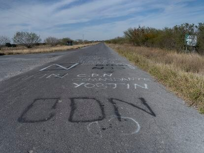 Un mensaje del cartel del Noroeste cerca de la frontera de los Estados de Nuevo León y Tamaulipas, al norte de México.