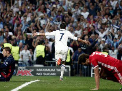 Cristiano Ronaldo celebra uno de sus goles al Bayern en la prórroga de los cuartos del año pasado.