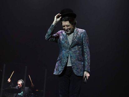 El cantante Joaquín Sabina. En vídeo, el momento de su accidente en el WiZink Center de Madrid.