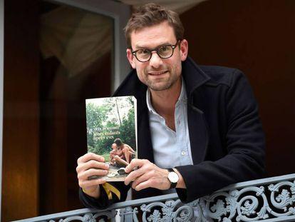 El escritor Nicholas Mathieu, tras recibir el premio.