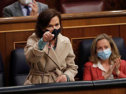 La vicepresidenta primera, Carmen Calvo, interviene en la sesión de control al Gobierno celebrada este miércoles en el Congreso.
