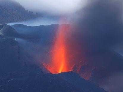 El volcán de Cumbre Vieja, en La Palma, desde Tajuya (El Paso).