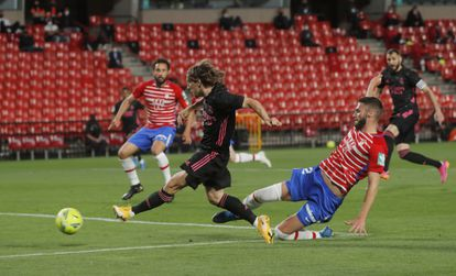 Modric scores the first goal of the game against Granada this Thursday in Los Cármenes.