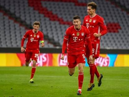 Lewandowski celebra su gol de penalti este miércoles ante la Lazio en el Allianz Arena.