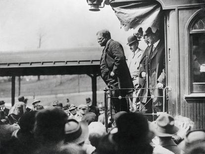 Theodore Roosevelt haciendo campaña para las elecciones de 1904.