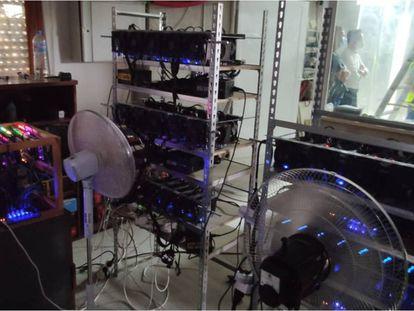 Granja de criptomonedas en Alicante que consumía energía de forma fraudulenta.