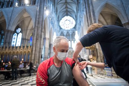 In the United Kingdom they have already given 50 million vaccines, most in a single dose.  In the picture, vaccination at Westminster Abbey.