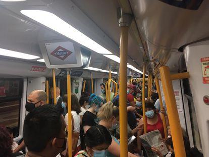 Imagen del interior de un vagón de Metro, este viernes.