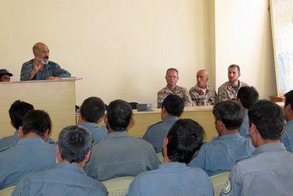 Imagen de una clase de adiestramiento de policías afganos impartida por agentes de la Guardia Civil el pasado 24 de julio.