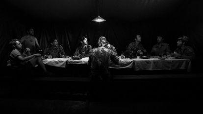 Una imagen de la película 'Cartas da guerra', filme basado en las misivas que António Lobo Antunes envió a su esposa desde la guerra de Angola.