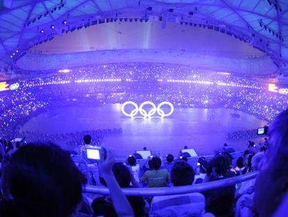 Los aros olímpicos en la inauguración de los Juegos de Pekín.