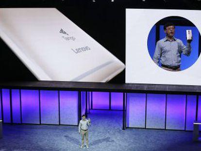 Lenovo, primer fabricante mundial de PC, saca el primer teléfono con realidad aumentada