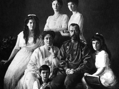 Los Románov, en 1913. En el centro, Nicolás II y su mujer Alejandra.