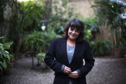 La escritora Giovanna Valls en su casa de Barcelona.
