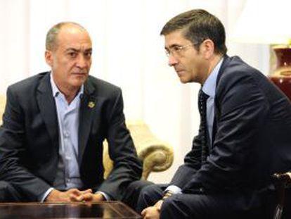 El lehendakari, Patxi López, con el diputado general de Gipuzkoa, Martin Garitano.