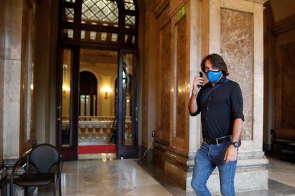 The Junts negotiator, Francesc de Dalmases, in the corridors of the Parlament, this Wednesday