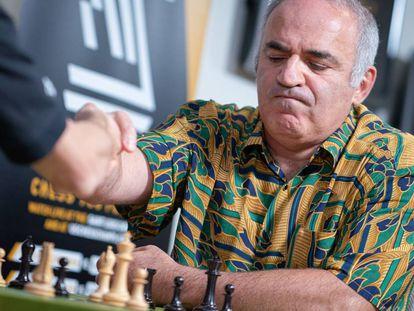 Gari Kaspárov, hace un año en el momento de terminar una partida en el Club de Ajedrez de San Luis (Misuri, EEUU)