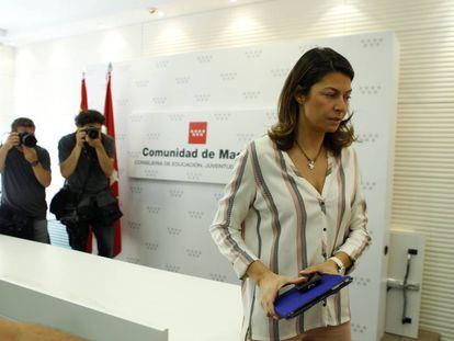 Lucía Figar, tras la rueda de prensa de junio de 2015 en la que anunció su dimisión como consejera de Educación.