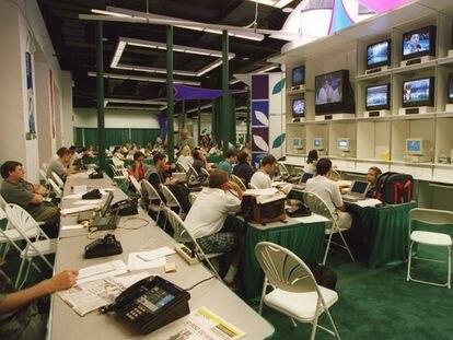 Periodistas deportivos, en el centro de prensa de los Juegos Olímpicos de Atlanta, en julio de 1996.